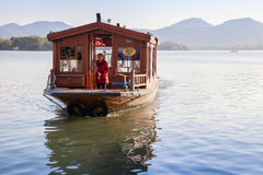 Barco de passageiro de madeira do chinês tradicional Fotografia de Stock