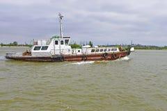 Barco de passageiro em Danube River foto de stock royalty free