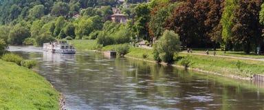 Barco de passageiro no rio de Weser perto de Hoxter Fotos de Stock