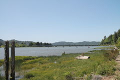 Barco de pesca abandonado en orilla en Reedsport, Oregon Fotos de archivo