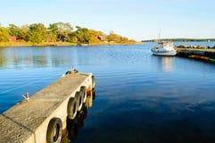 Barco de pesca amarrado imagen de archivo
