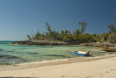 Barco de pesca amarrado no porto seguro Imagens de Stock Royalty Free