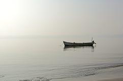 Barco de pesca anclado Fotos de archivo libres de regalías