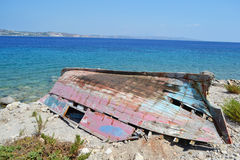 Barco de pesca arruinado viejo foto de archivo