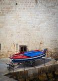 Barco de pesca colorido imagem de stock