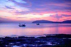 Barco de pesca con la luz de la mañana Imagen de archivo
