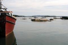 Barco de pesca da lagosta na porta de pesca de Maine Fotografia de Stock