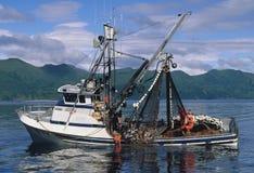 Barco de pesca de color salmón Foto de archivo libre de regalías