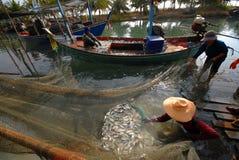 Barco de pesca de la caballa. Imágenes de archivo libres de regalías