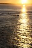 Barco de pesca de la puesta del sol Fotografía de archivo