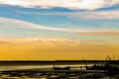 Barco de pesca de la silueta Imágenes de archivo libres de regalías