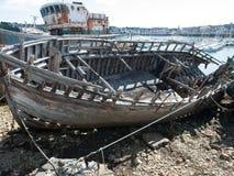 Barco de pesca de madeira velho imagens de stock