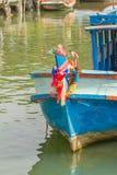 Barco de pesca de madera principal viejo en el mar Fotografía de archivo libre de regalías