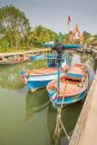Barco de pesca de madera viejo en el mar Fotografía de archivo libre de regalías