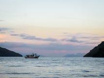 Barco de pesca de Paraty foto de stock royalty free