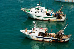 Barco de pesca del barco rastreador - Liguria Italia Imagen de archivo