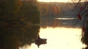 Barco de pesca del pescador metrajes