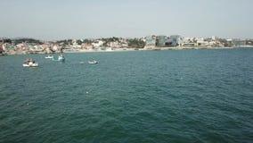 Barco de pesca do cais Um lote do porto Esta ? geralmente as atra??es tur?sticas as mais populares na praia O iate e os veleiros  vídeos de arquivo