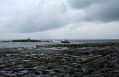 Barco de pesca, Doolin, Ireland fotografia de stock