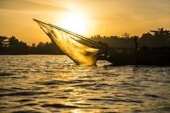 Barco de pesca El río Mekong Imágenes de archivo libres de regalías