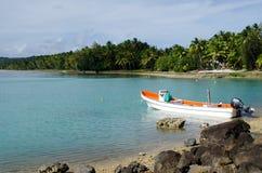 Barco de pesca en el cocinero Islands de la laguna de Aitutaki Imágenes de archivo libres de regalías