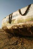 Barco de pesca en el desierto Fotos de archivo