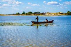 Barco de pesca en el lago Fotografía de archivo libre de regalías