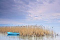 Barco de pesca en el lago Ohrid Macedonia imágenes de archivo libres de regalías