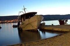Barco de pesca en el mar adriático Imagenes de archivo