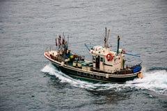 Barco de pesca en el mar San Sebastian, España Fotografía de archivo