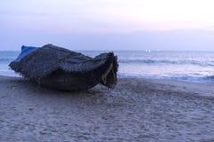 Barco de pesca en el Océano Índico, Varkala Foto de archivo libre de regalías