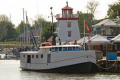 Barco de pesca en el puerto imagen de archivo libre de regalías