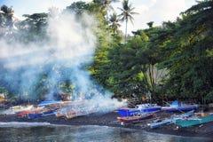 Barco de pesca en el puerto de Sulawesi Indonesia del bitung Foto de archivo