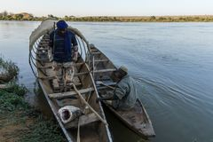 Barco de pesca en el río Níger, Niger foto de archivo libre de regalías