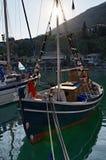 Barco de pesca en Grecia fotos de archivo
