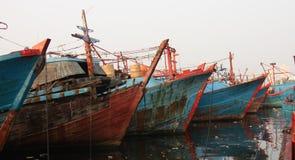 Barco de pesca en Jakarta del norte, noviembre de 2014 Fotos de archivo