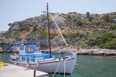 Barco de pesca en Kolymbia, Rodas Foto de archivo