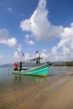 Barco de pesca en la isla de Koh Samui en Tailandia imagenes de archivo