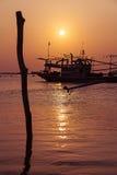 Barco de pesca en la isla de Koh Samui en Tailandia foto de archivo libre de regalías