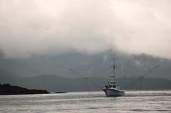 Barco de pesca en la mañana Imágenes de archivo libres de regalías