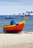 Barco de pesca en la playa Foto de archivo libre de regalías