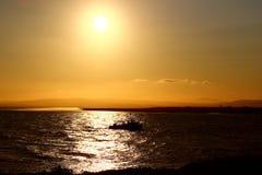 Barco de pesca en la salida del sol Fotos de archivo libres de regalías