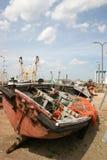 Barco de pesca en muelle Imagenes de archivo