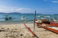 Barco de pesca en una tierra seca Fotografía de archivo libre de regalías
