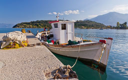 Barco de pesca grego tradicional Imagens de Stock Royalty Free