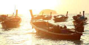Barco de pesca local no mar de Andaman, Tailândia Foto de Stock
