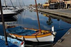 Barco de pesca de madera con el aparejo de la navegación Fotografía de archivo libre de regalías