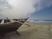 Barco de pesca na praia Fotografia de Stock