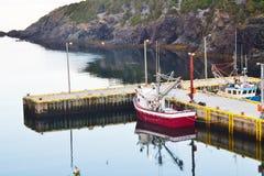 Barco de pesca no cais Imagem de Stock Royalty Free