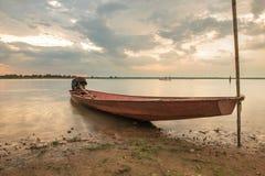 Barco de pesca no campo Fotografia de Stock